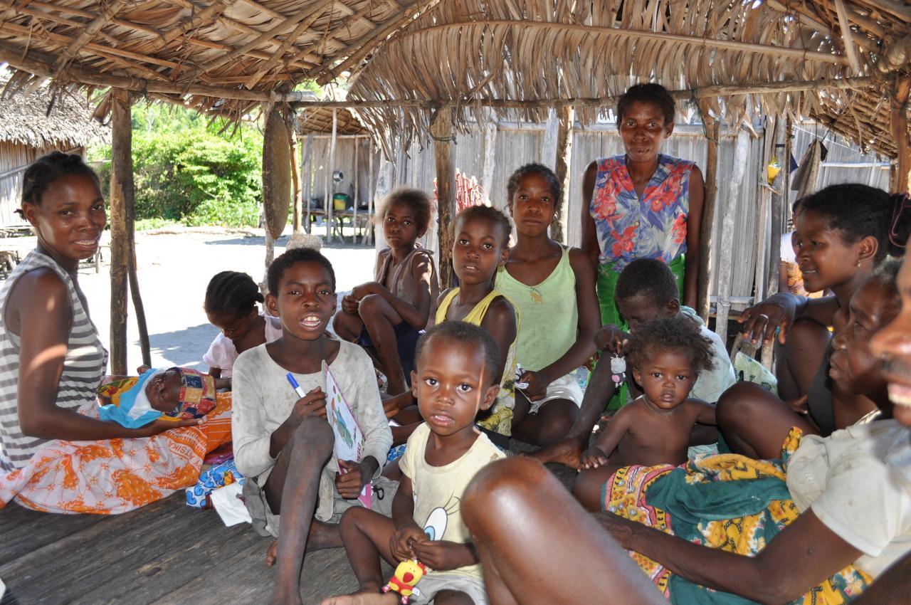 Dans un hameau sakalava : pas encore d'école !!!