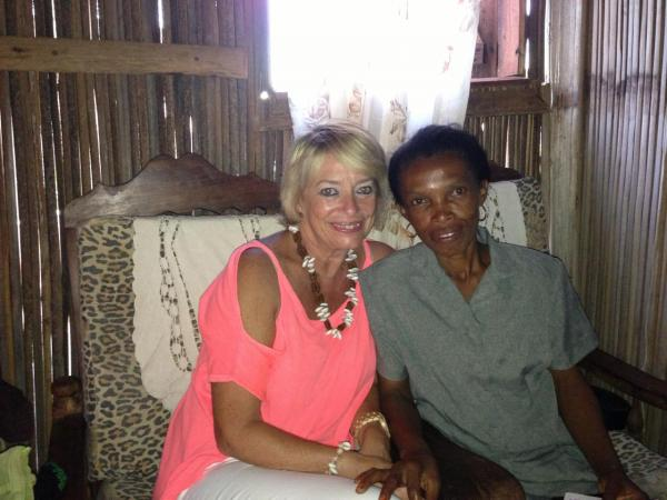 Avec Binty, la maîtresse de Anjanojano
