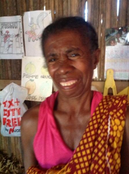 Rosine, qui a quitté son village pour scolariser ses petits-enfants